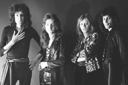 """No ano em que Freddie Mercury completaria 70 anos, a coletânea """"On Air"""" traz versões inéditas e entrevistas do Queen para a BBC"""