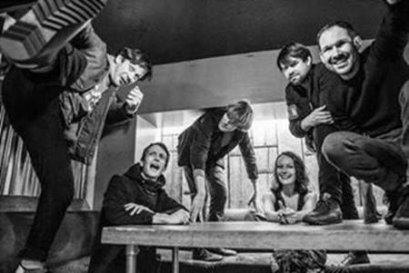 "A banda britânica British Sea Power lança hoje a música ""Keep On Trying"""