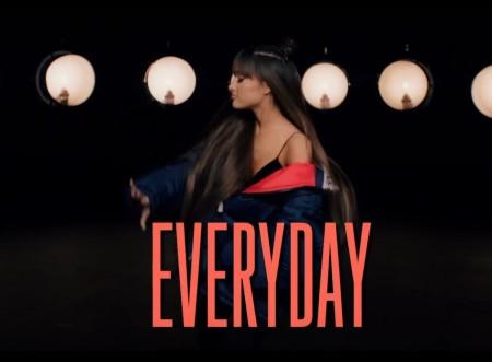 """Ariana Grande lança o lyric vídeo de """"Everyday"""". Assista"""
