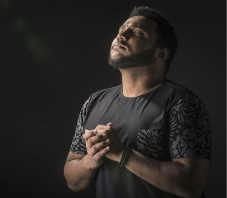 Eli Soares apresenta pocket show na FNAC, no Rio de Janeiro