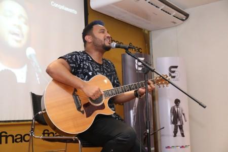 """Eli Soares faz lançamento do CD """"Memórias"""", no Rio de Janeiro"""