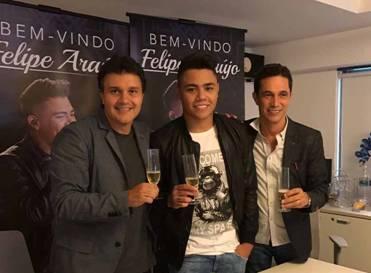 Felipe Araújo assina contrato com a Universal Music