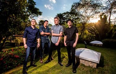 """A banda Locomotive lança o clipe da música """"Tudo Outra Vez"""""""