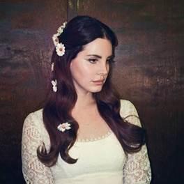 "Lana Del Rey divulga mais uma música inédita. Ouça ""Coachella – Woodstock In My Mind"""