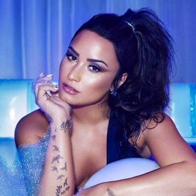 """Demi Lovato divulga data de lançamento do novo álbum, e mais uma faixa inédita. Ouça """"Tell Me You Love Me"""", que dá nome ao disco"""