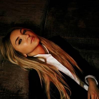 Conheça Julia Michaels: Vevo Lift apresenta a cantora e compositora de tantos sucessos que amamos, e que agora mostra suas composições com a própria voz