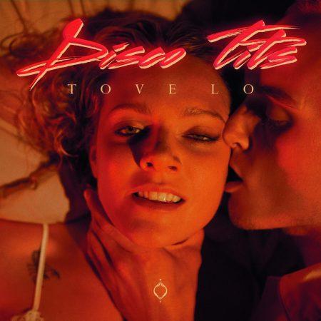 "Tove Lo lança vídeo provocante e cômico para o single ""Disco Tits"". Confira!"