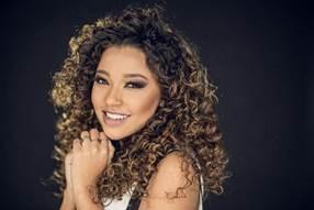 Conheça Gabriela Gomes, a nova contratada da Universal Music Christian Group