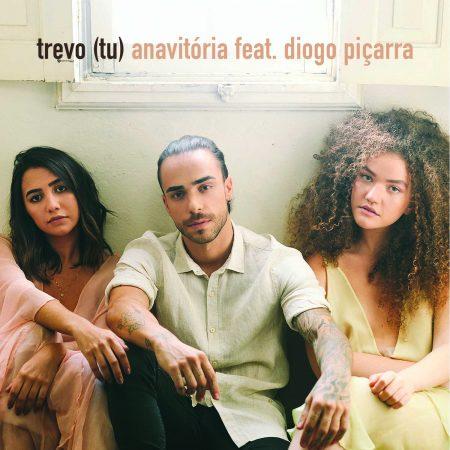 """Sucesso do duo Anavitória, """"Trevo (Tu)"""" ganha clipe com a participação do cantor português Diogo Piçarra"""