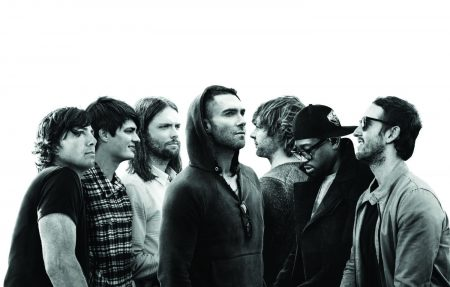 "Para comemorar o Valentine´s Day, Maroon 5 disponibiliza o romântico lyric video de ""Girls Like You"""