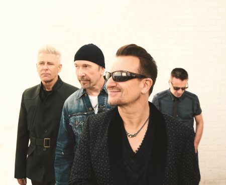 "Primeiro single do álbum ""Songs Of Experience"", do U2, ganha vídeo gravado nas ruas de Nova York. Assista ""You're The Best Thing About Me""!"