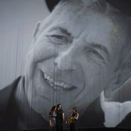 "Ouça a versão da cantora Feist para ""Hey, That's No Way To Say Goodbye"", de Leonard Cohen"