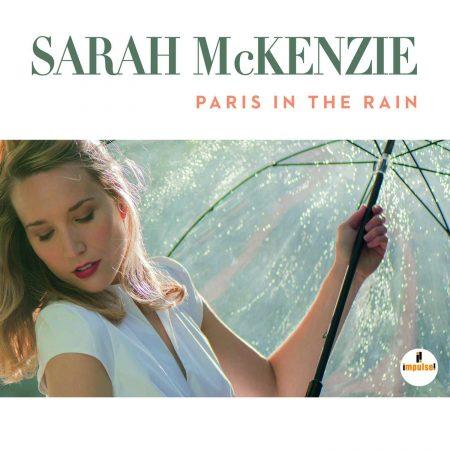 """O álbum """"Paris In The Rain"""", da cantora e pianista Sarah Mckenzie, já está disponível nas principais lojas do país"""