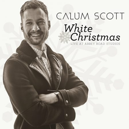 "Calum Scott lança ""White Christmas – 1 mic 1 take (Live From Abbey Road Studios)"""