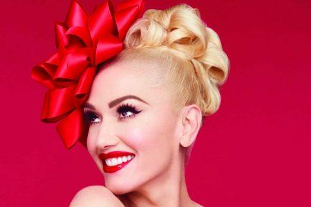 """Para entrar em clima de Natal, ouça """"Feliz Navidad"""", da cantora Gwen Stefani com a participação de Mon Laferte"""