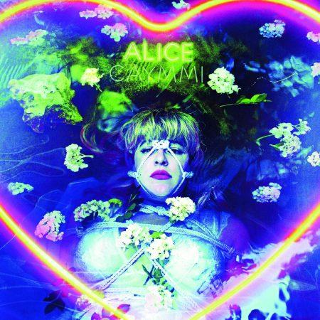Já está disponível nas plataformas digitais o aguardado novo álbum de Alice Caymmi