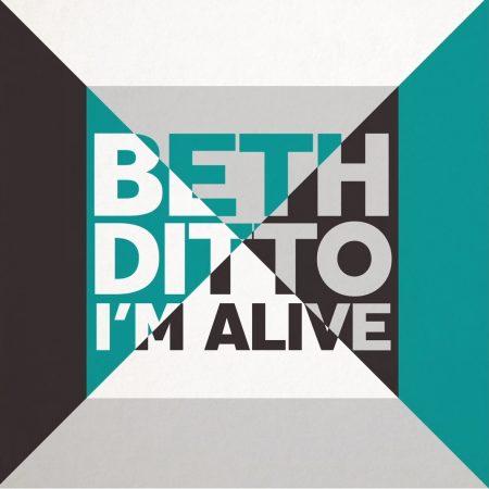 """Após o sucesso de seu primeiro álbum solo, Beth Ditto reestreia com """"Alive"""", seu mais novo single"""