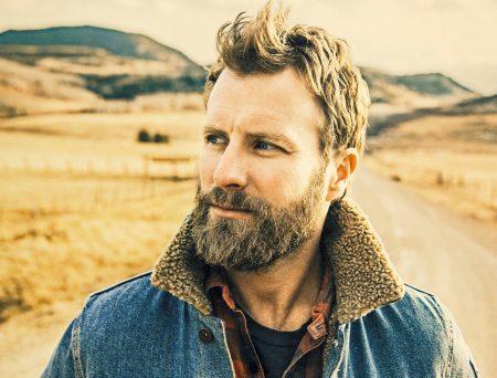 """Cantor e compositor de música country, Dierks Bentley lança o single """"Woman, Amen"""""""