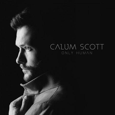 """Calum Scott lança """"Only Human"""", seu álbum de estreia"""