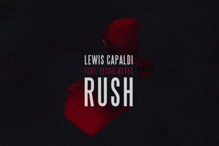 """Cantor e compositor Lewis Capaldi divulga, em parceria com Jessie Reyez, o vídeo de """"Rush"""""""