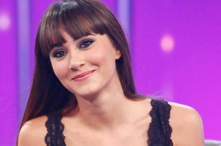 """Cantora Aitana recebe o Certificado de Ouro por seu álbum """"Aitana Sus Canciones"""""""