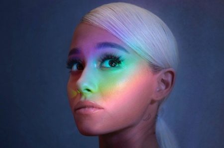 "Ariana Grande lança novo single, ""No Tears Left To Cry"""