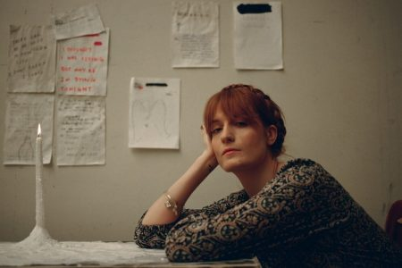 "Ouça ""Sky Full Of Song"", novidade do Florence and The Machine!"
