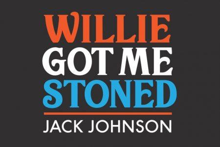 """O cantor Jack Johnson lança faixa inusitada, ouça """"Willie Got Me Stoned""""!"""