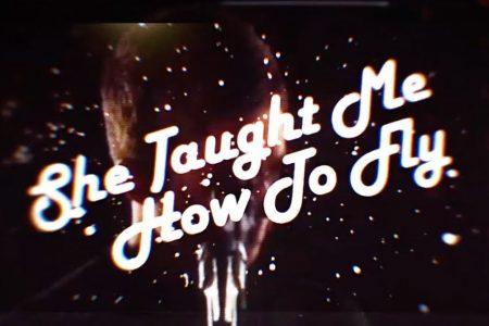 "Noel Gallagher´s High Flying Birds lança hoje seu novo single e videoclipe, ""She Taught Me How To Fly"""