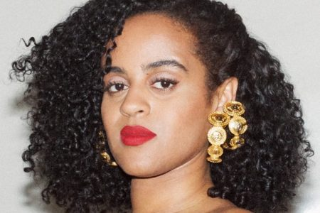 "A cantora Seinabo Sey lança novo single e vídeo de ""Breathe"""