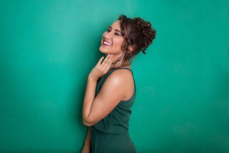 """Talita Magalhães lança o single e o clipe de """"Mais Perto"""", nas plataformas digitais"""