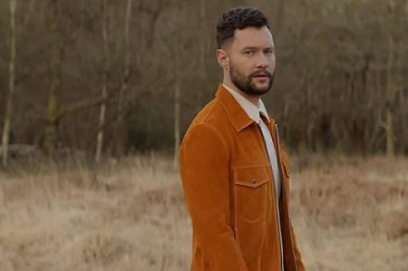 "Calum Scott lança o videoclipe de ""What I Miss Most"""