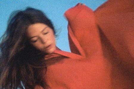 """A cantora Maggie Rogers lança hoje seu novo single, """"Fallingwater"""""""
