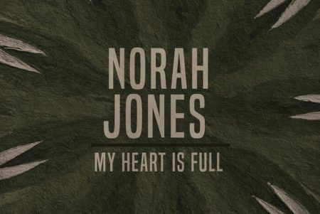 "A cantora Norah Jones lança seu novo single, ""My Heart is Full"""