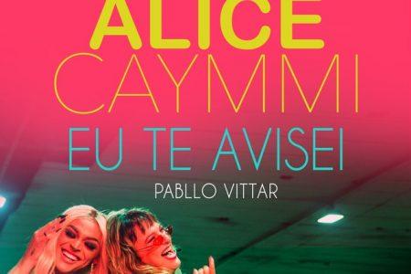 """A cantora Alice Caymmi disponibiliza três versões remix em áudio e um vídeo da canção """"Eu Te Avisei"""", sua parceria com Pabllo Vittar"""