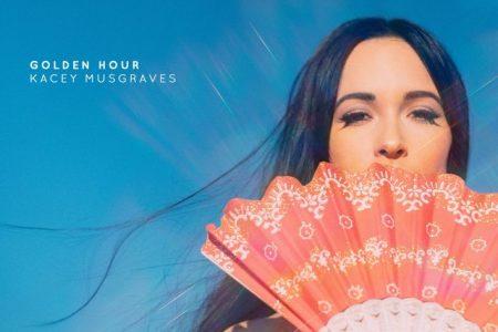 """A cantora Kacey Musgraves lança o videoclipe de """"High Horse"""""""
