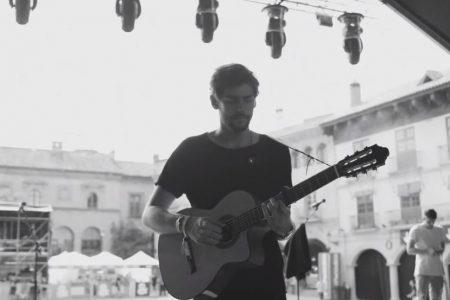 """Assista ao videoclipe de """"Ella"""", do cantor espanhol Alvaro Soler"""