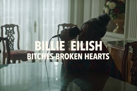 "A cantora Billie Eilish apresenta a música ""bitches broken hearts"", no Vevo Lift"