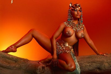 """De surpresa, Nicki Minaj antecipa o lançamento de seu novo álbum. Confira """"Queen"""""""