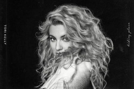 "A cantora Tori Kelly apresenta seu novo álbum, ""Hiding Place"""
