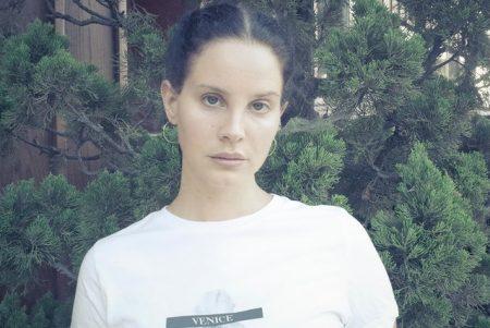 """Lana Del Rey lança nova faixa, """"Mariners Apartment Complex"""""""