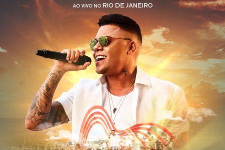 """Tá tudo dominado! Com o hit """"Atrasadinha"""", o cantor Felipe Araújo é número 1 nas rádios do Brasil, no Spotify, Deezer e Apple Music"""