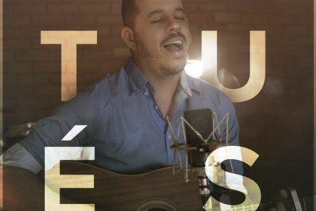 """O cantor Hudson Almeida disponibiliza a faixa """"Tu És"""", que chega a todas as plataformas digitais"""