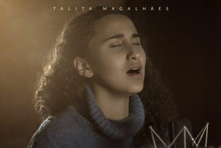 """Talita Magalhães apresenta a faixa e o videoclipe de """"Vivendo o Impossível"""""""
