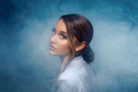 """Eleita mulher do ano pela Billboard, Ariana Grande lança o videoclipe de """"breathin"""", além da faixa """"thank u, next"""""""