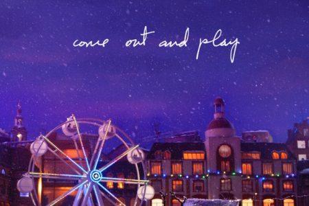 """Billie Eilish disponibiliza nova música. Ouça """"Come Out And Play"""", parte da campanha de final de ano da Apple"""