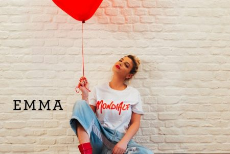 """A cantora Emma lança a faixa """"Mondiale"""", em todas as plataformas digitais. Conheça!"""