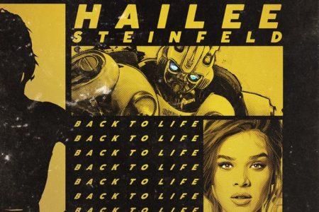 """Hailee Steinfeld é uma das artistas que integram a trilha do filme """"Bumblebee"""". Ouça """"Back To Life""""!"""