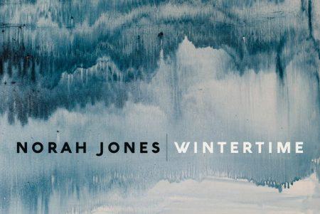 """Norah Jones disponibiliza a faixa """"Wintertime"""", em todas as plataformas digitais"""