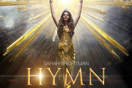 """O álbum """"HYMN"""", da cantora Sarah Brightman, chega em versão física às principais lojas do país"""